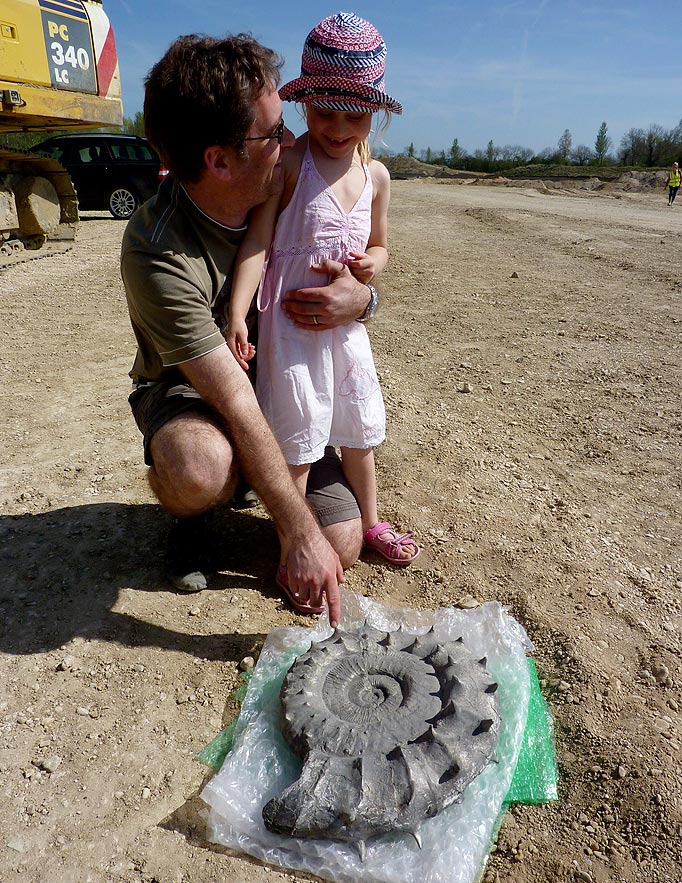 https://www.thesun.co.uk/archives/news/775804/girl-6-found-160million-year-old-fossil/
