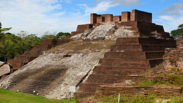A Mayan pyramid in the ancient city of Comalcalco