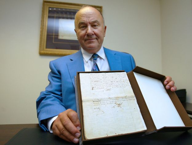 "Gerard Lheritier holding the ""political testament"" of Louis XVI, in 2009. Image courtesy of AFP"