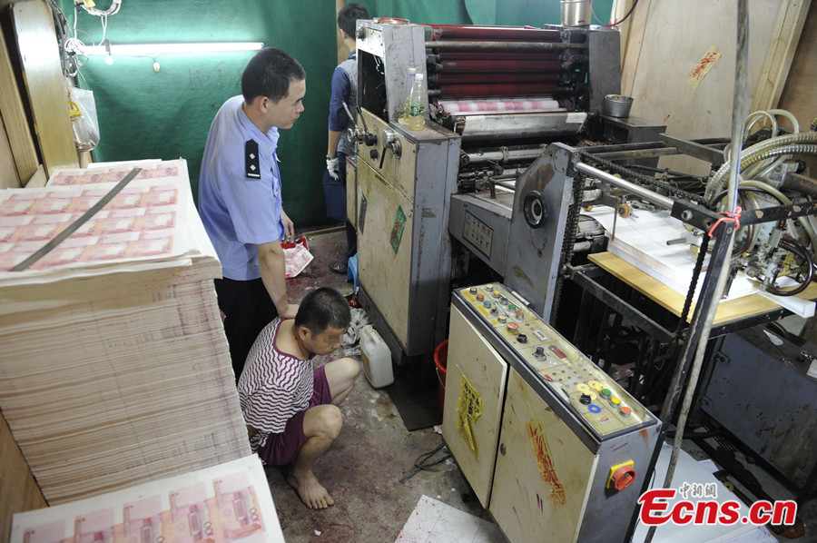 Also seized was sophisticated equipment including computers, film, scanners, pattern plates and many unfinished banknotes. [Photo: China News Service / Long Yuyang]